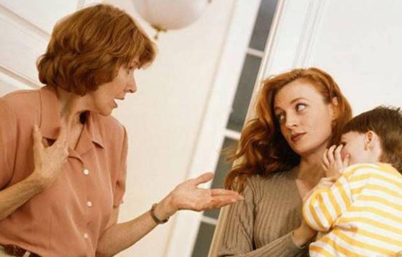 Бабушка с маой спорят о воспитании