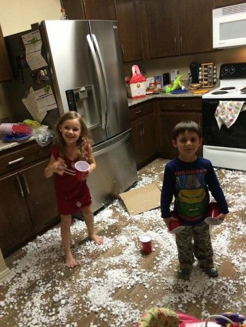 Дети играют на кухне. Результат достигнут.