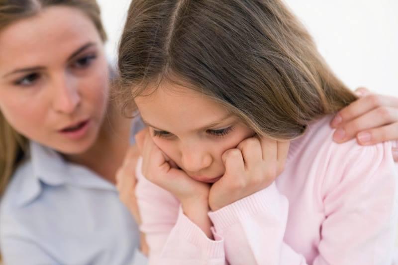 Девочка обижена на маму