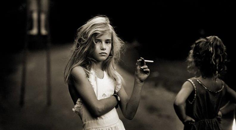 Девочка с сигаретой
