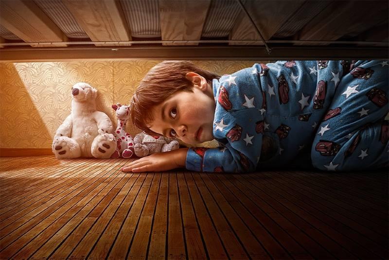 Мальчик под кроватью