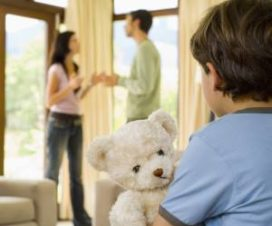 Ребенок и ругающиеся родители