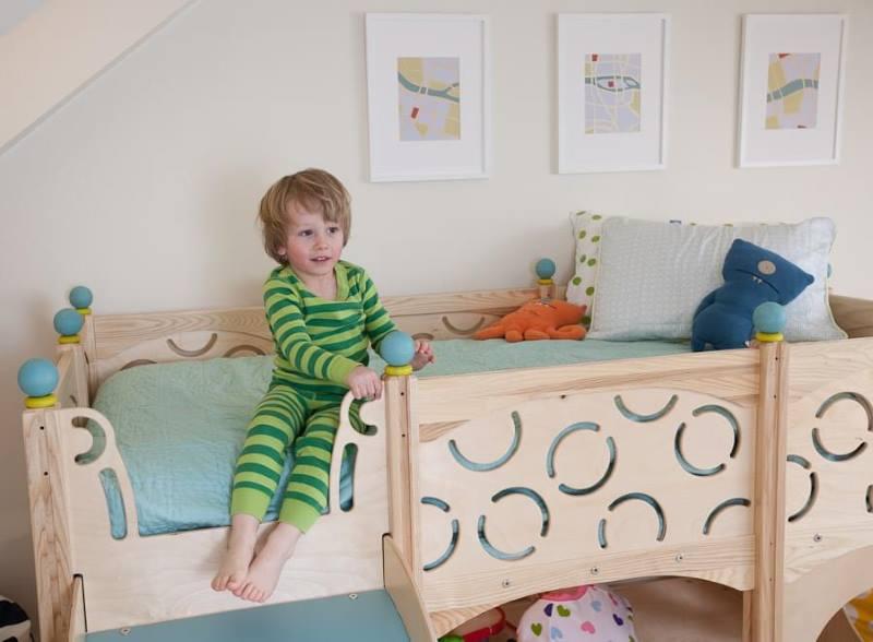 Ребенок в своей кровати