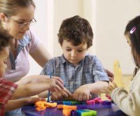 Детки заняты игрой