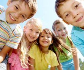Дети 7 лет улыбаются
