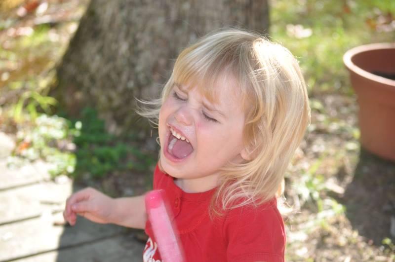 Ребенок устраивает истерику