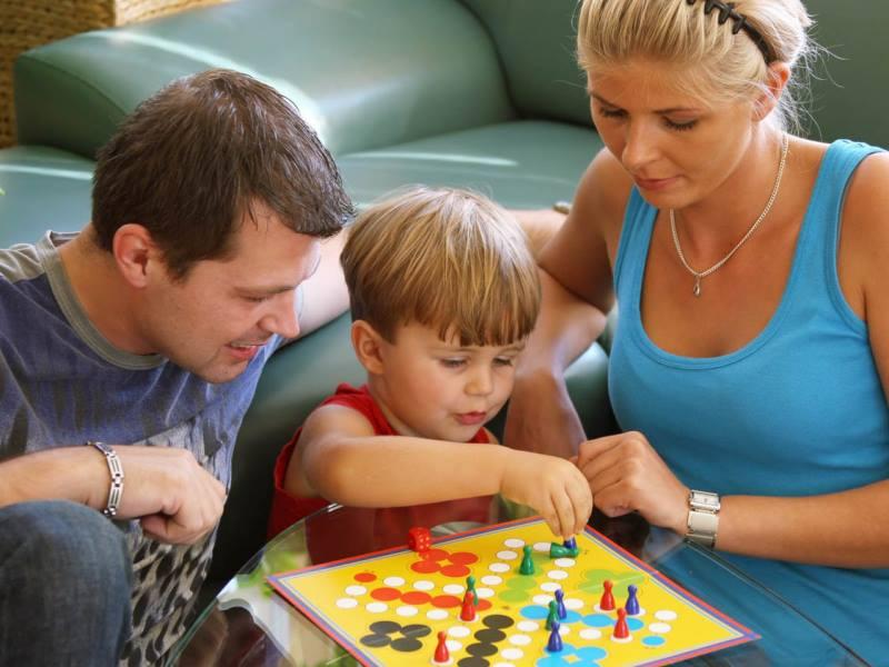 мальчик 5 лет с родителями