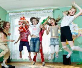 Гиперактивные дети играют