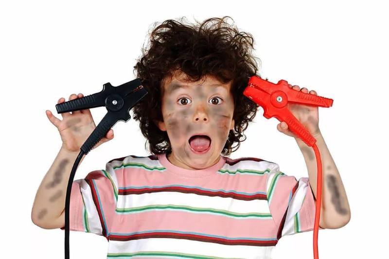 Гиперактивный ребенок с приборами