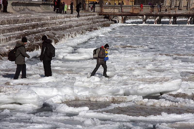 Ребенок на льду
