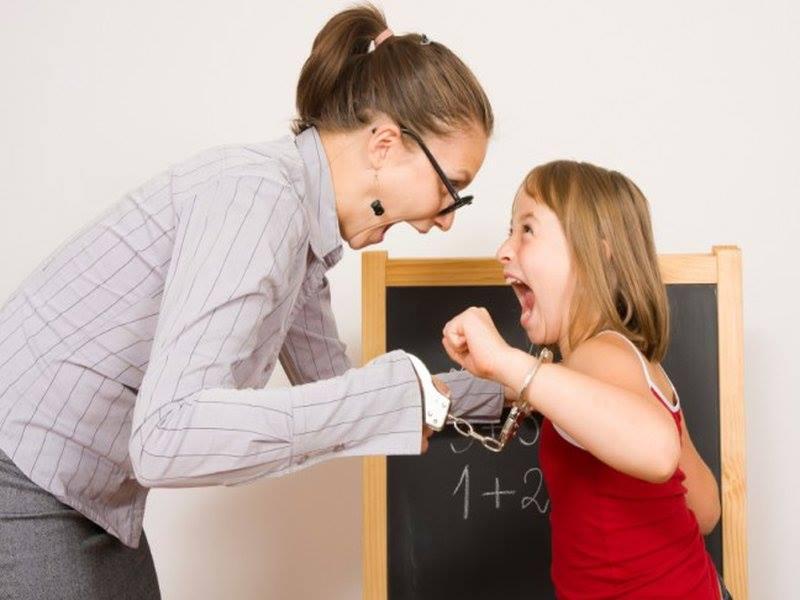 Учитель и ученик кричат
